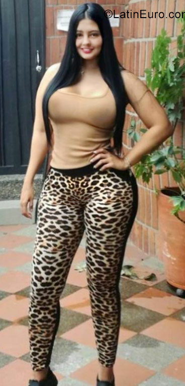 Date this athletic Colombia girl Claudi from Bogota CO22339